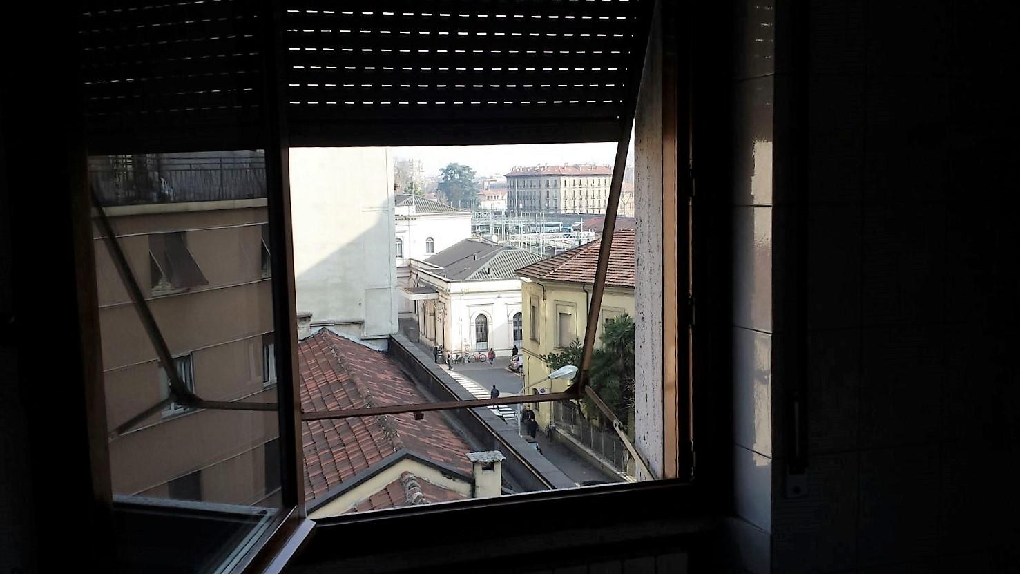 La Stazione di Via Arosio vista dall\'appartamento