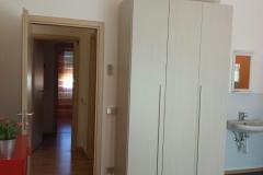 Stanza C - Lavello e ingresso