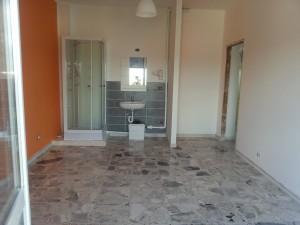 La stanza E di via Giusti con doccia e lavello (quasi) finita.