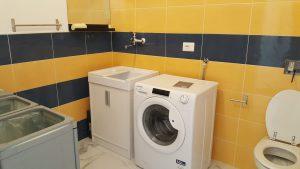 Locale lavanderia con WC (e con questo i cessi dell'appartamento sono 3!)