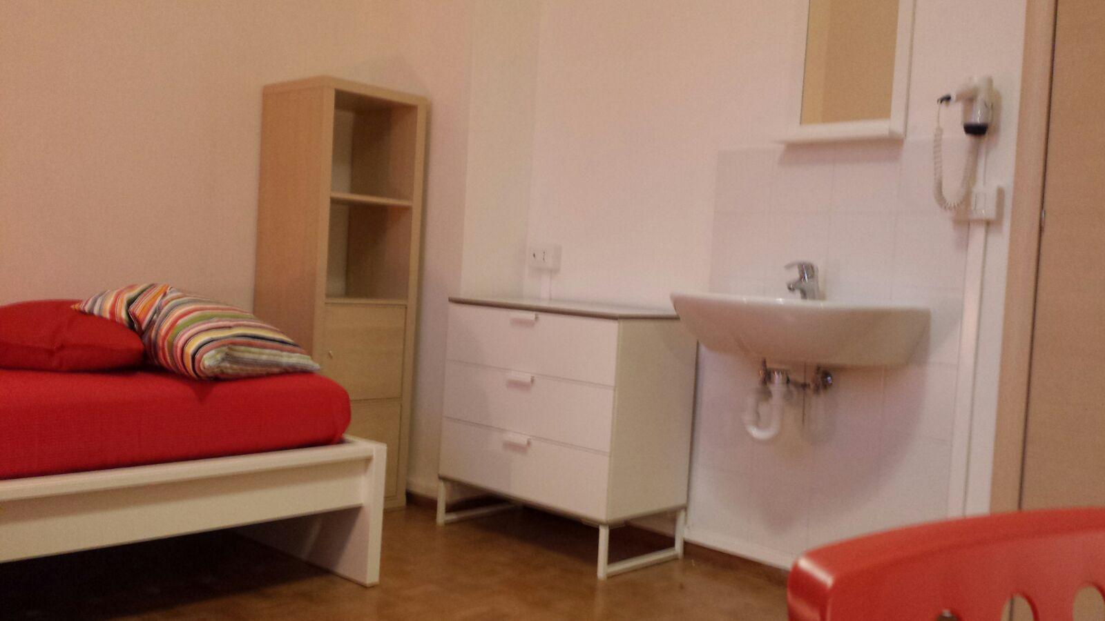 Via Lecco 49  Stanza 12