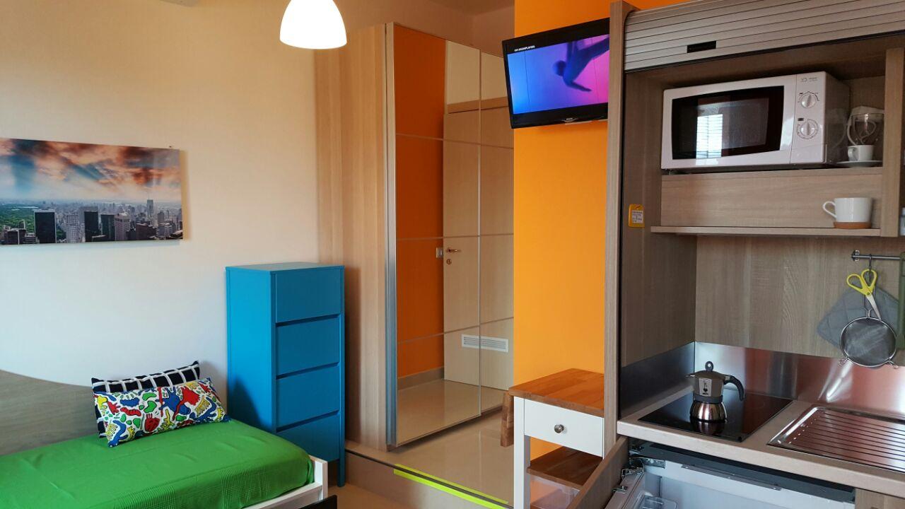 Stanza Diamond n.32 con bagno privato e cucina attrezzata in via Pergolesi